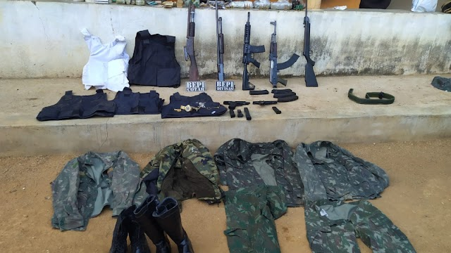 Homem é detido com fuzis, armas e drogas enterradas em sítio no município de Monsenhor Tabosa