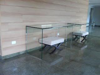 foto de aparador de vidro para sala