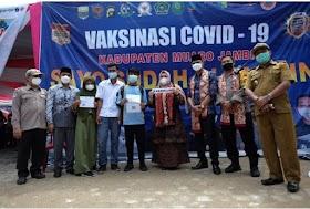Ketua DPRD Muaro Jambi Tinjau Pelaksanaan Vaksinasi di Desa Mekar Sari Sungai Bahar
