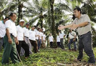 Kepedulian Grup yang Pernah Bernama Raja Garuda Mas ini terhadap Para Petani
