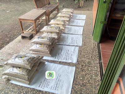 Benih padi yang dibeli EUIS SUTARSIH Sukoharjo, Jateng Ke-18 (Sebelum packing karung ).