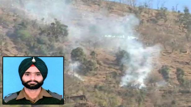 কাশ্মীরে পাকিস্তান সেনাবাহিনীর গুলিতে ভারতীয় সেনাসদস্য নিহত