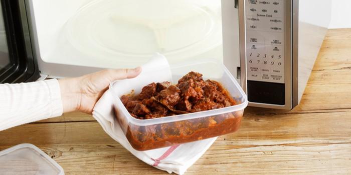 Tips Menggunakan Wadah Plastik yang Aman ke Microwave