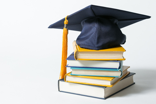منح بكالوريوس وماجستير ودكتوراه ممولة بالكامل في تخصصات القانون والعلوم 2019-2020