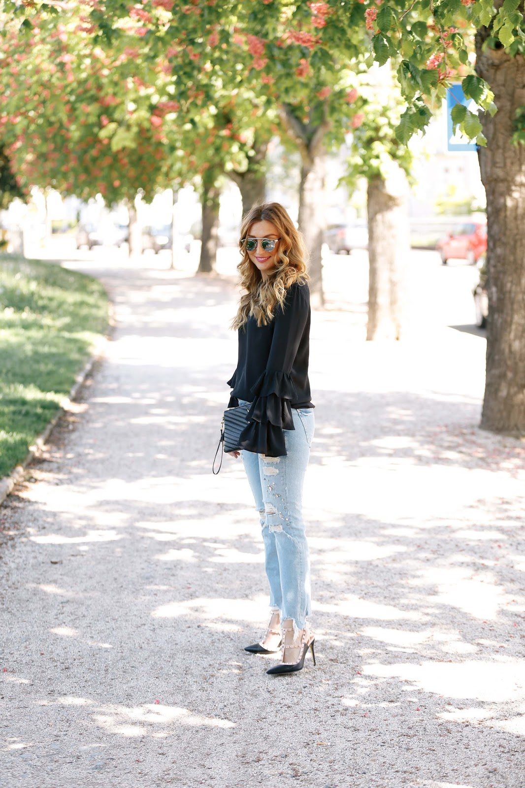 Kenzas-style-Fashionstylebyjohanna-deutsche-fashionblogger-ysl-tasche-schwarze-saint-laurant-tasche-blogger-bloggerstyle-blogger-aus-deutschland-deutsche-fashionblogger-zara-jeans-jeans-mit-perlene-ripped-jeans-chi