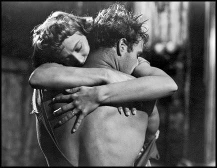 Kim Hunter y Marlon Brando en Un tranvía llamado deseo (Elia Kazan, 1951)