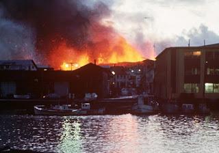 Fotografía erupción volcánica del cono Eldfell en Islandia - 23 de enero de 1973