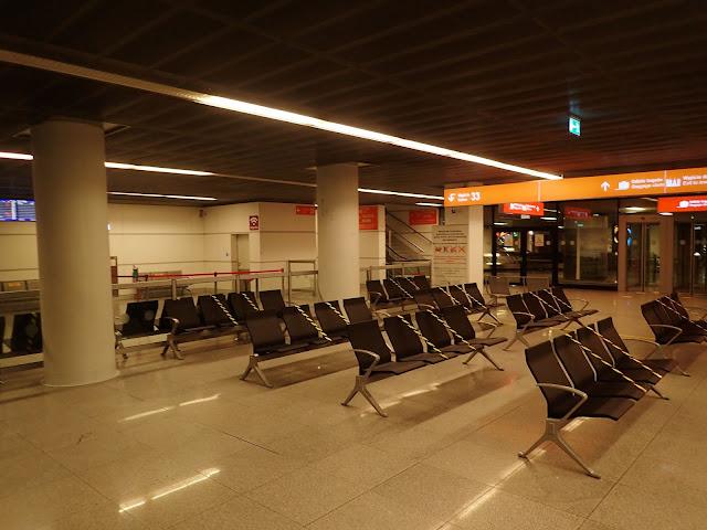 Lotnisko Chopina wygląda jak wymarłe