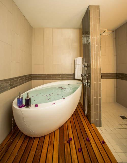 2017 Style Bathroom Tub On A Teak Wood Platform