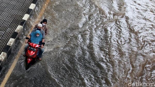 DKI Dikepung Banjir, Pengusaha: Rugi Ditaksir Capai Triliunan Rupiah