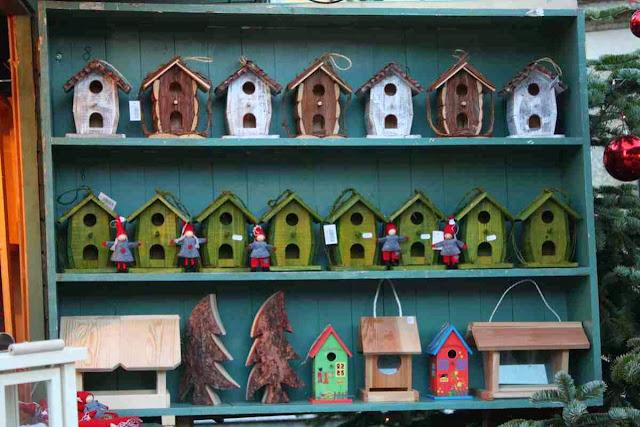 Vogelhäuschen auf dem Weihnachtsmarkt am Schloss Hellbrunn © Copyright Monika Fuchs, TravelWorldOnline
