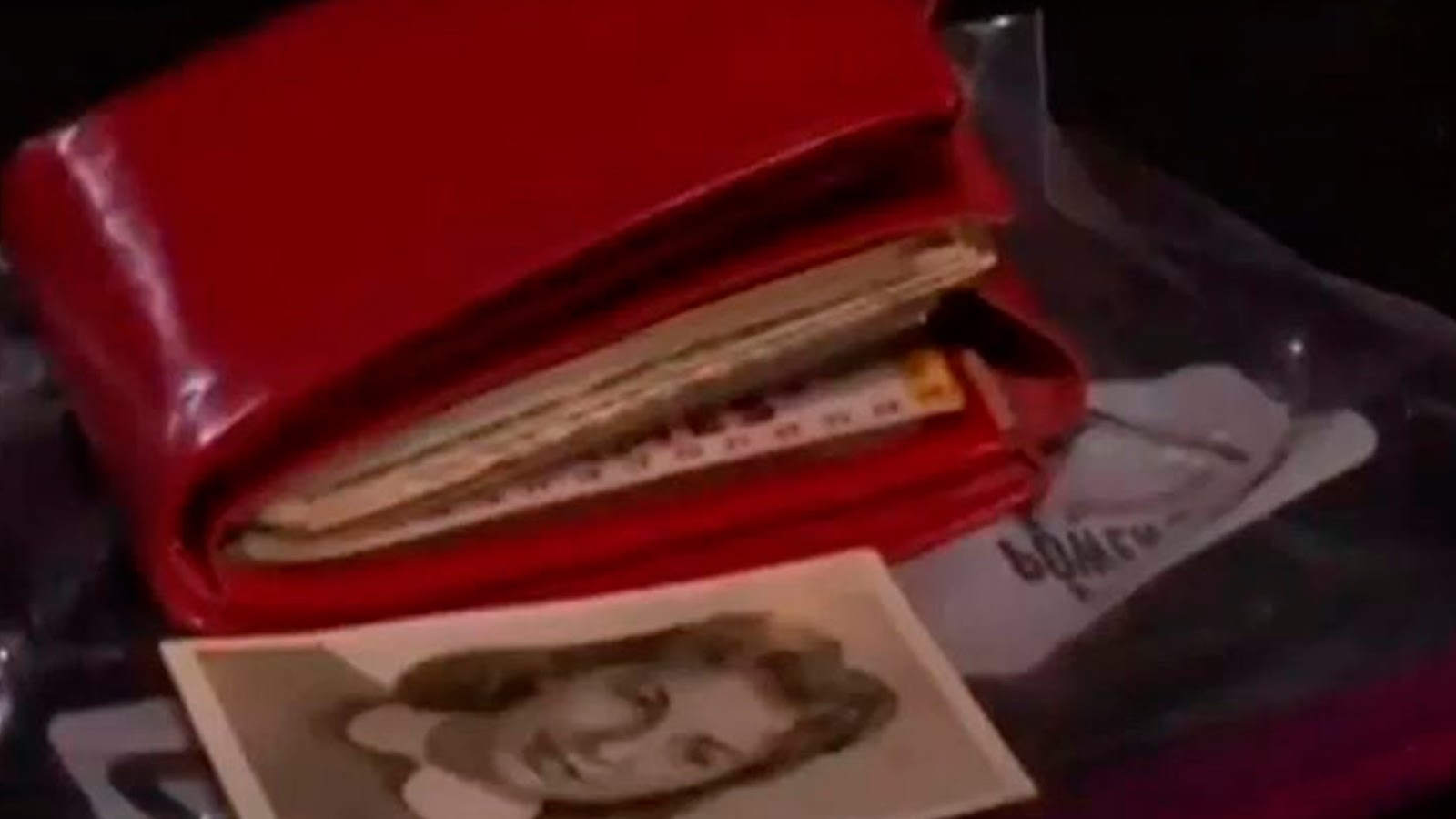 Mujer pierde cartera en 1962 y la recupera 58 años después