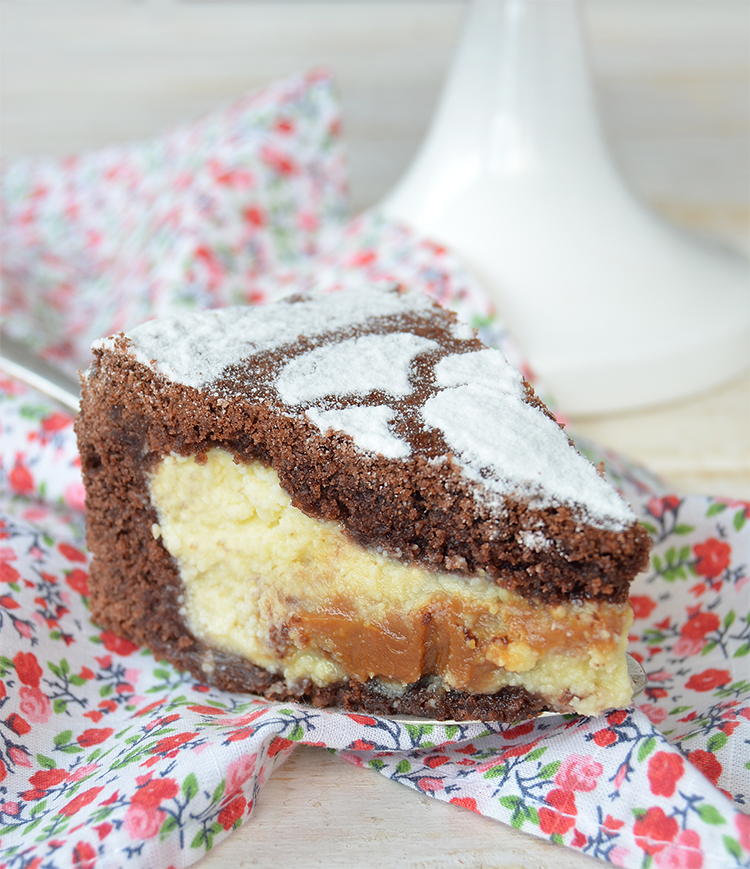 Tarta de ricota con dulce de leche y base de chocolate