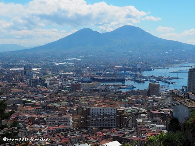 Vistas de Nápoles desde el Belvedere San Martino