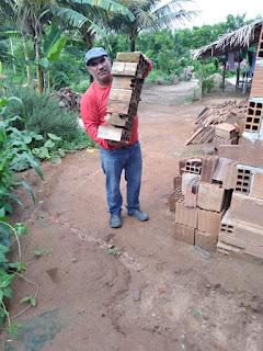 Vereador Tõ Justo em mutirão com amigos trabalhão construção de quarto no sítio alívio para ajudar amigo