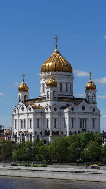 Фото Храма Христа Спасителя, вид через Москву-реку