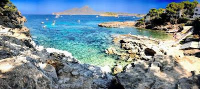 Playa del Mediterráneo con sol y playa