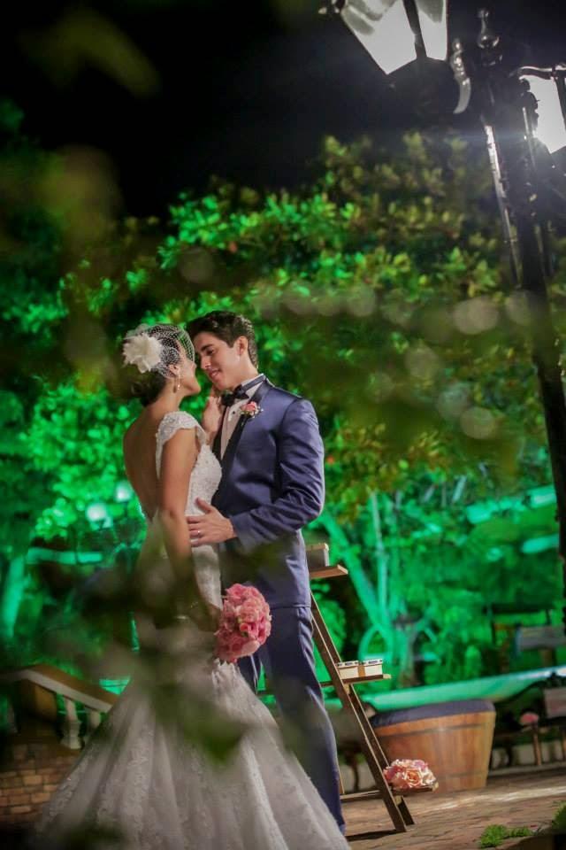 casamento-lindo-singelo-luzinhas-noivos