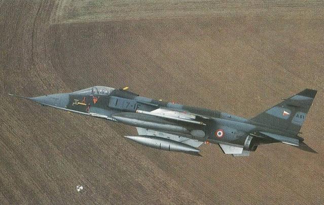 مقاتلة Jaguar فرنسية مسلحة بقنبلة AN-52 النووية Nuclear bomb