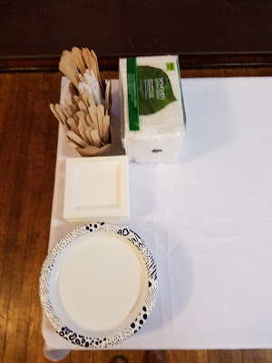 eco-friendly green paper plates recycled napkins wood cutlery