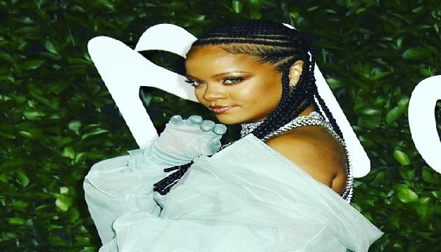 Rihanna value is $1.7 billion, making her the world's richest women artist.