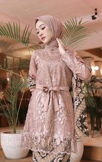 Model kebaya brokat modern hijab warna moca