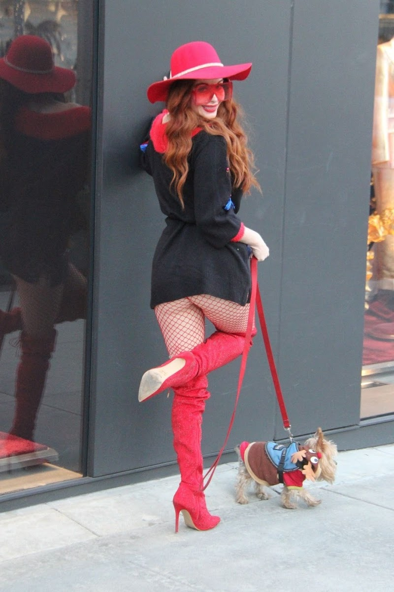 Phoebe Price Clicked Out with Her Dog in Los Angeles 19 Dec-2019