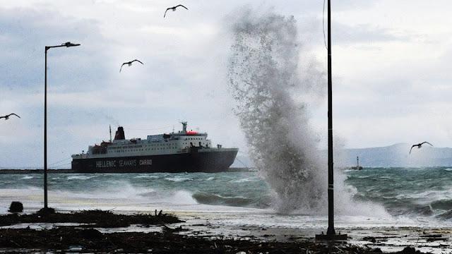 Οι ισχυροί άνεμοι δημιουργούν προβλήματα σε ακτοπλοϊκά δρομολόγια