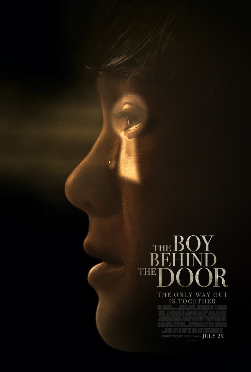 Shudder показал трейлер фильма ужасов «Мальчик за дверью» от авторов «Джинна» - Постер 2