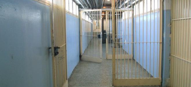Συνελήφθη εργαζόμενος των φυλακών Βόλου που προσπάθησε να περάσει ναρκωτικά