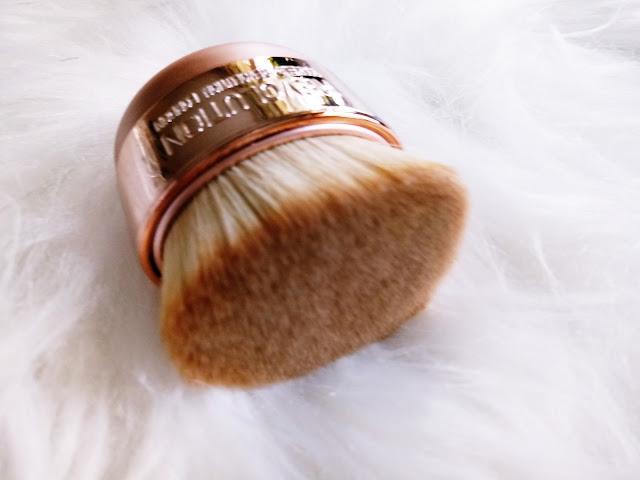 Ultra Sculpt & Blend Collection + Kabuki Brush MAKEUP REVOLUTION