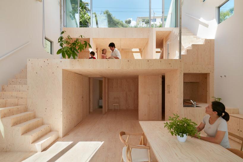 Casa sulla collina con piattaforme terrazzate by tomohiro for Architetto giapponese
