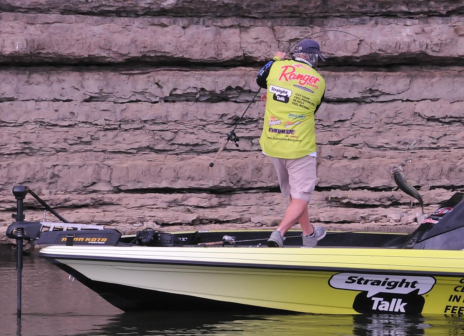 IBASSIN: Walmart FLW Beaver Lake Day 3: Flip Flop Leader Board