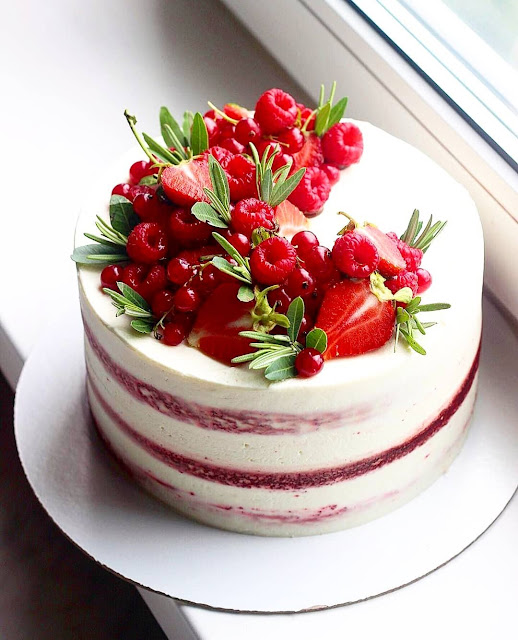 30+ Cake Decorating Ideas - Dress Up Your Cake With Fruit.