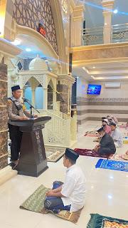Safari Ramadhan Malam ke dua belas, Kapolres AKBP Kadarislam Berikan Ceramah dan Imbauan di Masjid Mubarak Butung