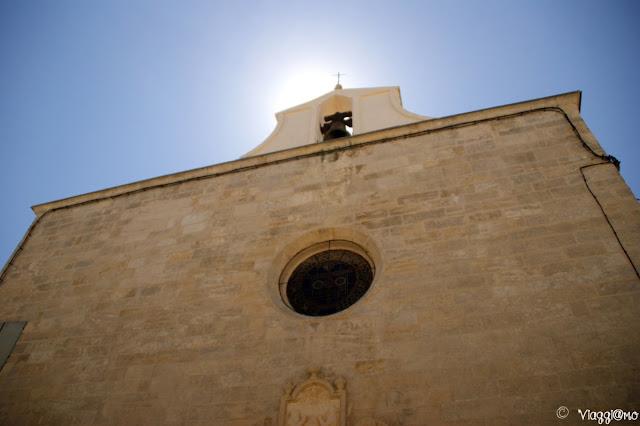 La facciata della Chapelle des Penitents Blanc di Aigues Mortes