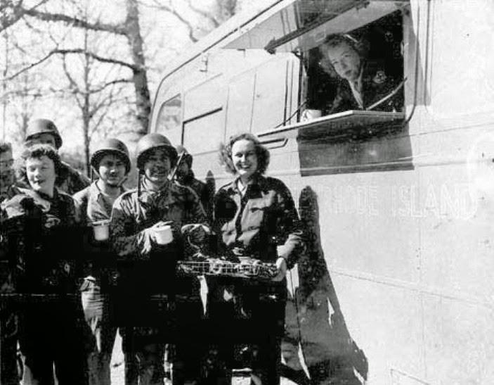 Chicas Donut y los Clubmobiles
