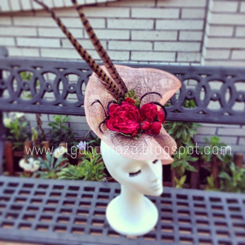 http://olgahumaza.blogspot.com.es/2015/02/b51-tocado-pamela-rosa-nude-maquillaje.html