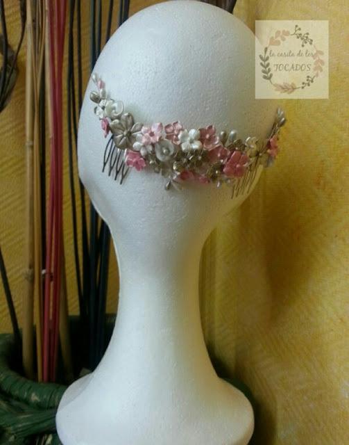 tocado artesanal de porcelana con flores para novia o invitada perfecta