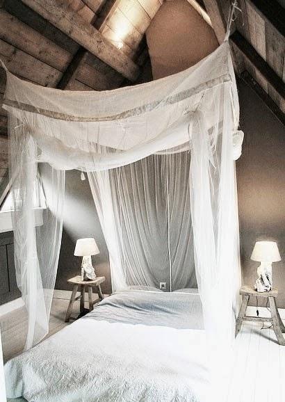 Sypialnia I łózko Z Baldachimem