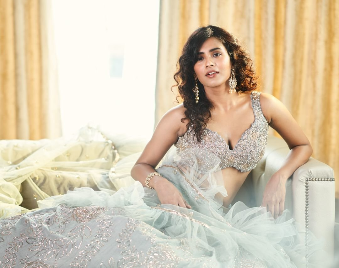 Hebah Patel Latest Busty Photoshoot
