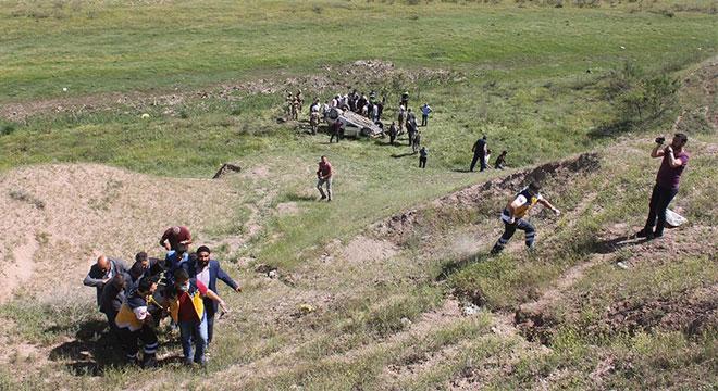 Bismil Sinan Köyü mevkiinde araç şarampole yuvarlandı: 2 ölü