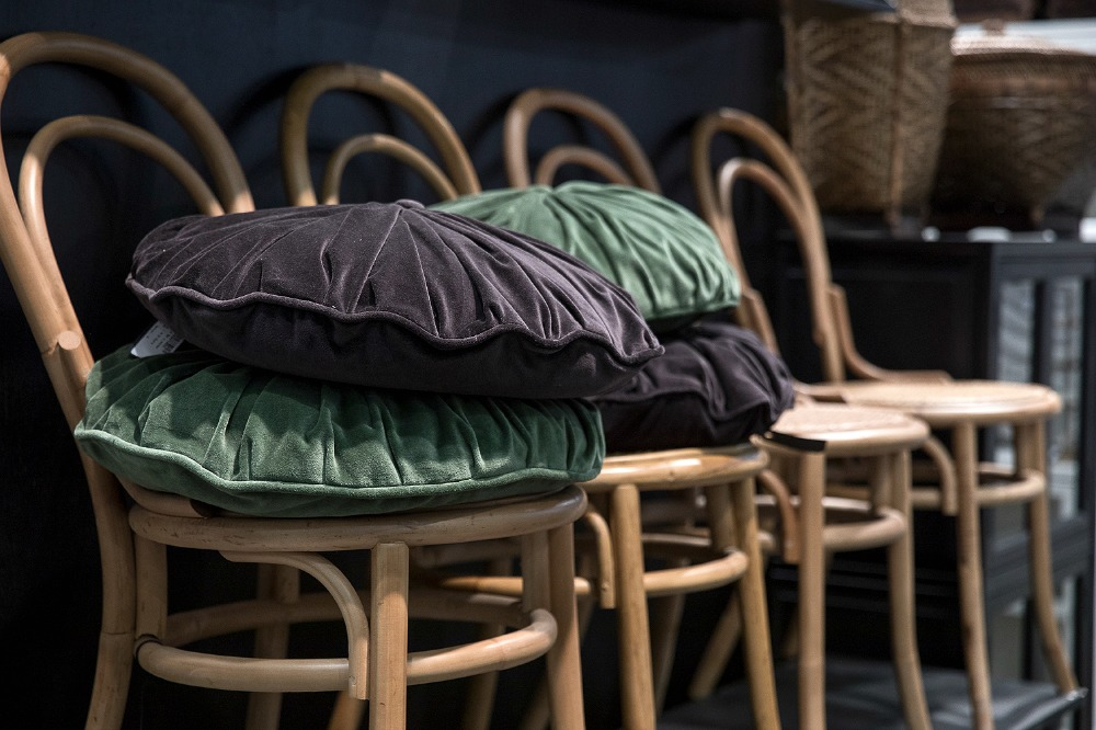 Formex, tradefair, sisustus, sisustaminen, inredning, interior, inspiration, spring, trends, trend, Visualaddict, photography, Frida Steiner, decor, decoration, trends2018, colours, colors, green, velvet, pillows, chairs, PB Home