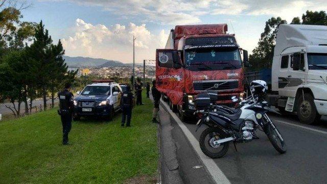Motorista de caminhão de Gusttavo Lima é feito refém com filho de 10 anos, em SP