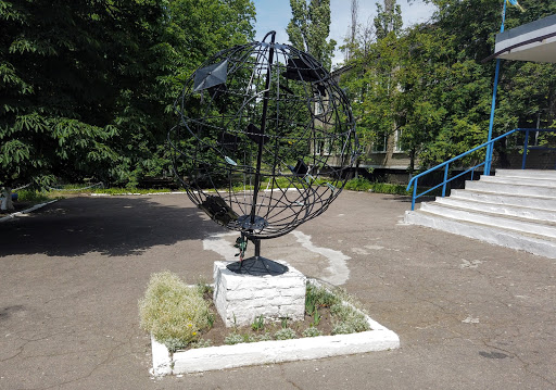Шиловка. Школьная территория. кованые скульптуры
