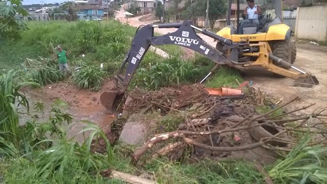Prefeitura de Colombo limpa 45 quilômetros  de córregos e  6,5 quilômetros de rios para evitar enchentes nas cidade