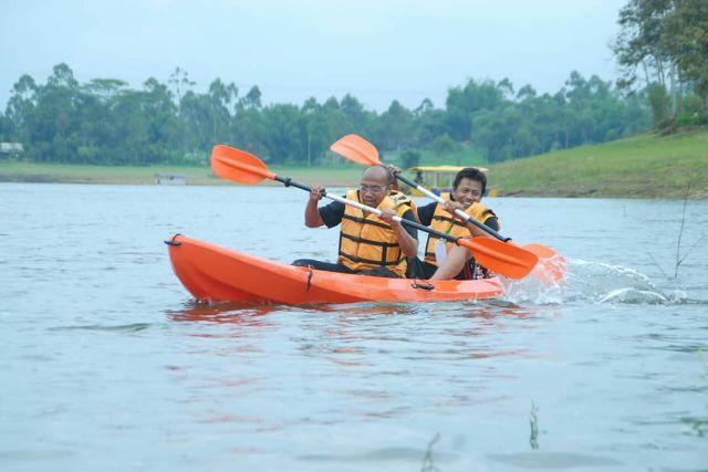 Wahana situ cileunca perahu kano paket wahana wisata air situ cileunca de bloem