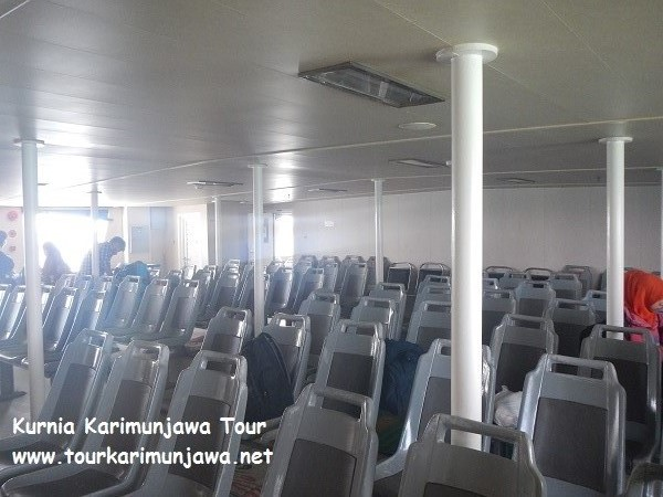 gambar interior dalam kapal feri siginjai jepara-karimun