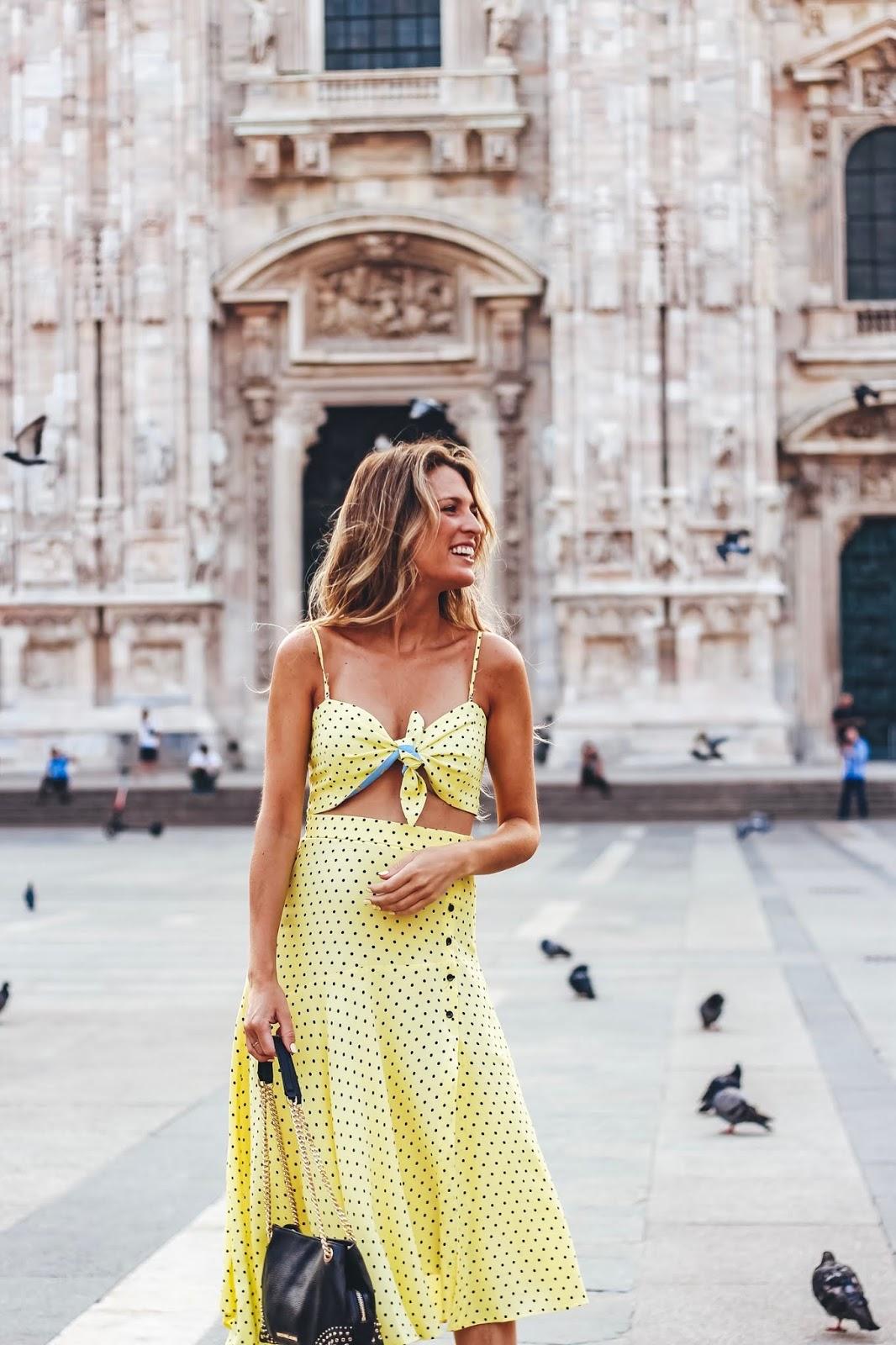 falda midi amarilla con lunares
