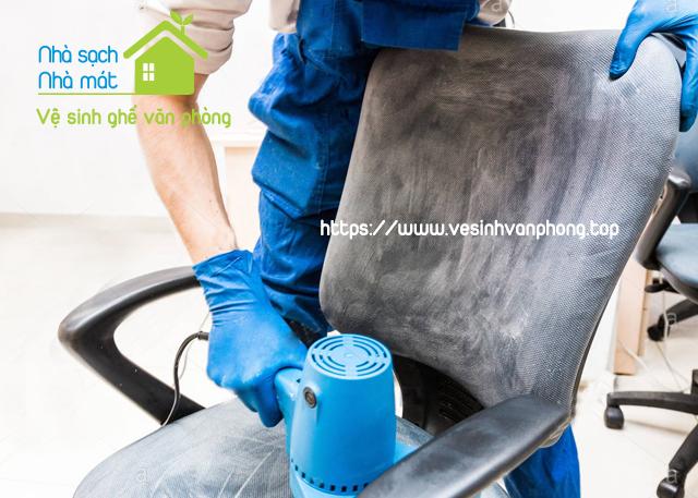 Giặt ghế văn phòng thường xuyên sẽ đảm bảo sức khỏe cho nhân viên công ty